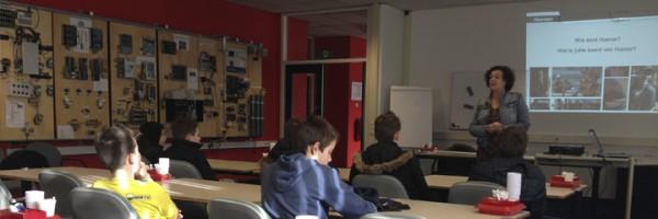 Sonja Mooij (Hamer) voor de klas