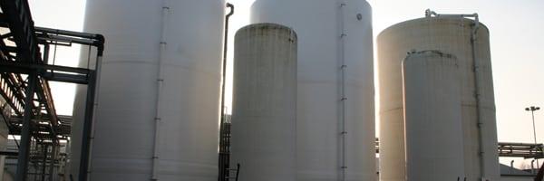 zwavelzuurtanks